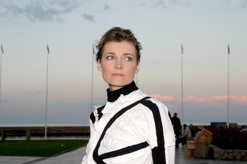 W drugiej połowie lat 90. była jedną z najpopularniejszych wokalistek w Polsce. Dziś mało kto o niej pamięta. Co obecnie dzieje się z Renatą Dąbkowską?