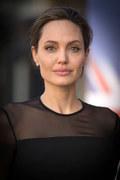 """Angelina Jolie walczy z """"Vanity Fair"""""""
