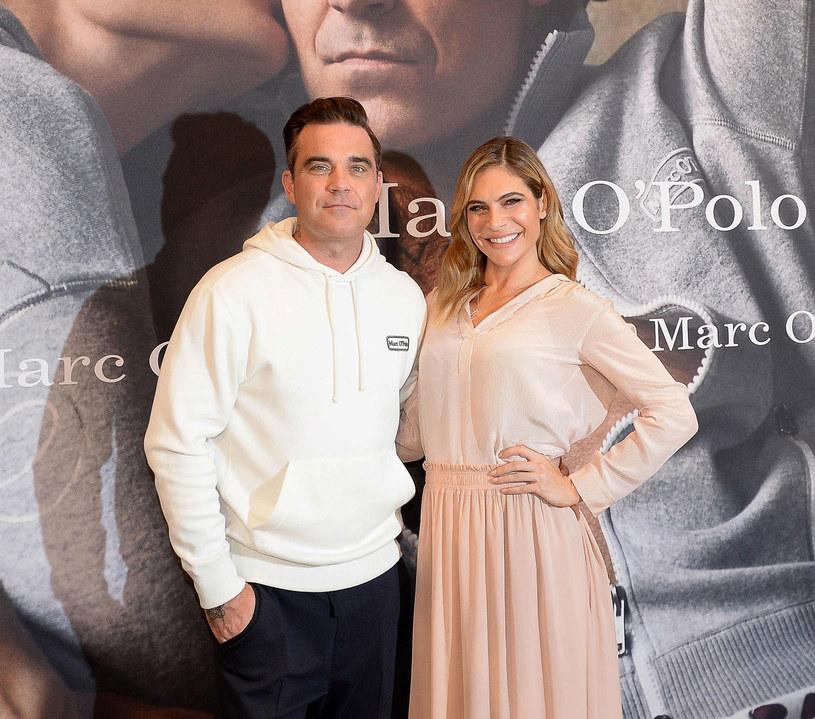 Robbie Williams przyznał, ze w ostatnim czasie przybrał na wadzę. Jako przyczynę podał zamienienie seksu z przypadkowymi kobietami na jedzenie ciasta.