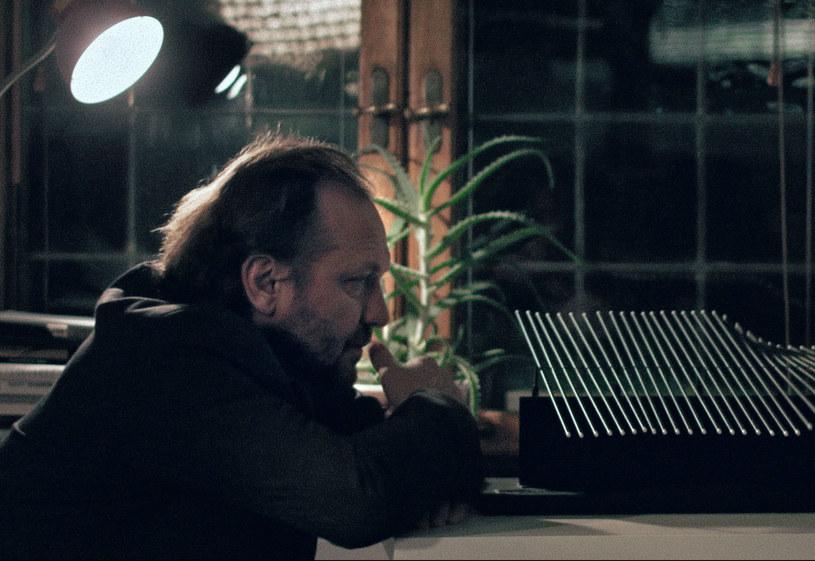 """6 października na ekrany polskich kin trafi """"Photon"""" w reżyserii Normana Leto. W głównej roli zobaczymy Andrzeja Chyrę."""