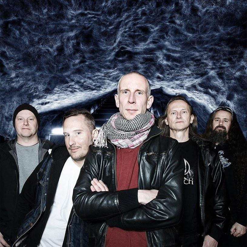 """""""Ten utwór opowiada o tym, jak trumpizm zmienia świat w szambo pełne pozbawionych serca szczyn"""" - w ten sposób szwedzka grupa Clawfinger zapowiada nowy numer """"Save Our Souls"""". Tym nagraniem crossoverowa formacja powraca po czteroletniej przerwie."""