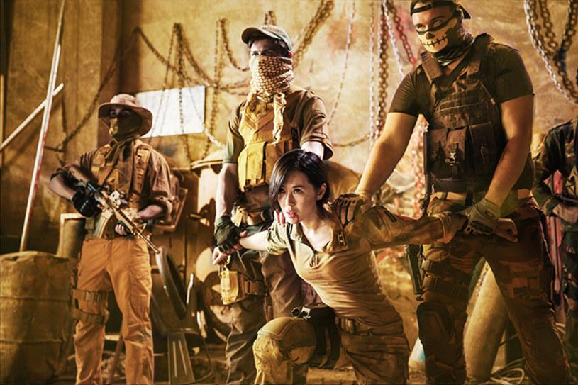 """Patriotyczny film zainspirowany akcjami ewakuacyjnymi chińskich cywilów z Libii i Jemenu stał się największym sukcesem kasowym w historii kinematografii ChRL. Do środy film akcji """"Wolf Warrior 2"""" zarobił ponad 3,4 mld juanów (ok. 507 mln dolarów)."""