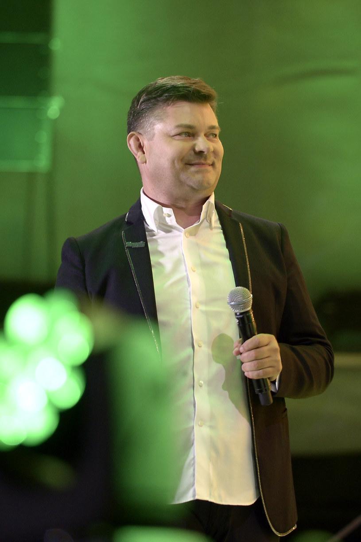 """""""Najgorętszy festiwal tego lata"""" - tak Polsat reklamuje dwudniową imprezę """"Disco pod gwiazdami 2017"""", która odbędzie się 12 i 13 sierpnia w Stężycy na Kaszubach."""