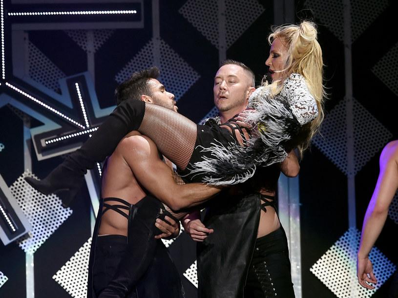Nie tak sobie wyobrażała powrót na scenę w Las Vegas Britney Spears. Jej występ został przerwany, gdy na scenę wdarł się fan wokalistki.