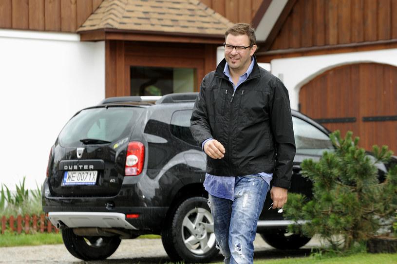 """""""Po tym, jak ostatnio wylądowałem w szpitalu, przewartościowałem swoje życie totalnie. Co jest ważne, co jest nieważne"""" - mówi Tomasz Karolak. Aktor sprzedał swoją kolekcję aut."""