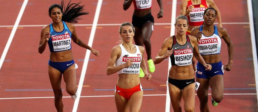 Podczas ósmego dnia lekkoatletycznych mistrzostw świata w Londynie Angelika Cichocka awansowała do finału biegu na 800 m, a Marcin Lewandowski – do finału biegu na 1500 m. Gorzej, niestety, poszło Joannie Jóźwik i Michałowi Rozmysowi, którzy pożegnali się z nadziejami na udział w finale. Lewandowski to pierwszy Polak, który wystąpi w finałowym biegu na 1500 m.