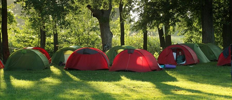 155 miejsc wypoczynku dzieci, m.in. pól namiotowych i obozów zostało w weekend sprawdzonych przez strażaków - poinformował w poniedziałek rzecznik Państwowej Straży Pożarnej st. bryg. Paweł Frątczak. Jak podkreślił, nie ma informacji o jakichkolwiek nieprawidłowościach.
