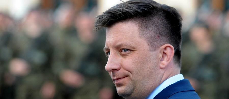 """Przytłaczająca większość Polaków popiera modernizację polskich sił zbrojnych - stwierdził w wywiadzie dla TVP Info wiceminister obrony narodowej Michał Dworczyk. Jego zdaniem opozycja """"zabrnęła w ślepy zaułek"""" krytykując wzrost wydatków na siły zbrojne."""