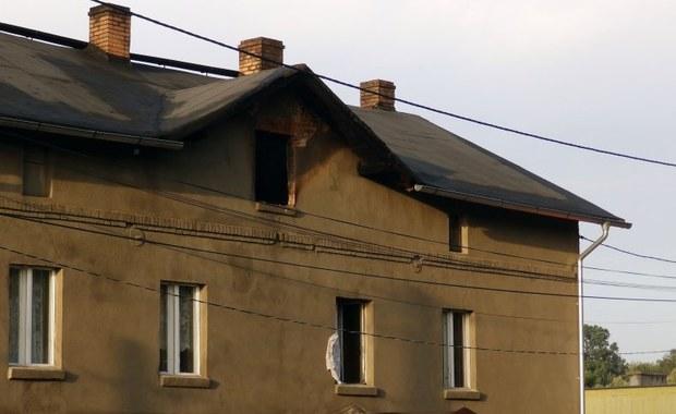 Nieumyślne zaprószenie ognia to w tej chwili najbardziej prawdopodobna przyczyna pożaru w domu socjalnym w Łaziskach Górnych. W piątkową noc zginęły tam trzy osoby. Śledztwo w tej sprawie prowadzi prokuratura.