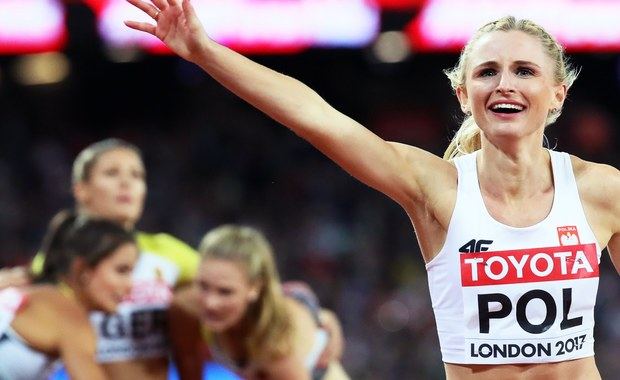 """Brązowy medal mistrzostw świata w Londynie kobiecej sztafety 4x400 m to największa niespodzianka w polskiej ekipie. Trener Aleksander Matusiński podjął olbrzymie ryzyko, ale później ocierał oczy z łez szczęścia. """"Teraz pijemy szampana"""" - powiedziała Małgorzata Hołub."""