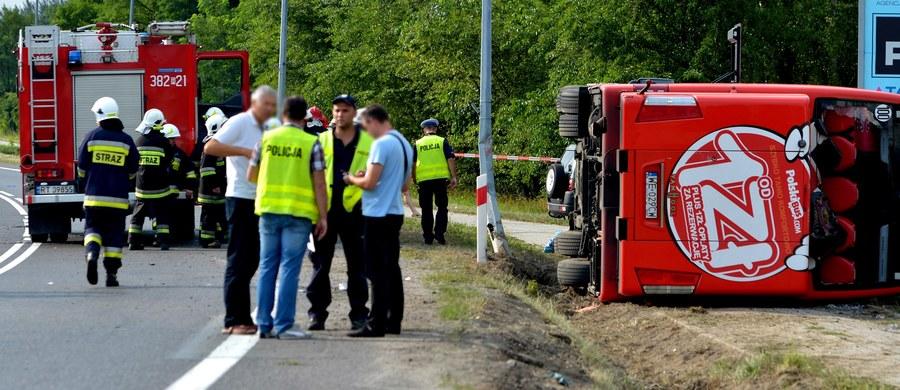 21 osób zginęło, a 386 zostało rannych w 292 wypadkach, do których doszło na drogach w weekend - poinformowała Komenda Główna Policji. Zatrzymano prawie 1 tys. pijanych kierowców.