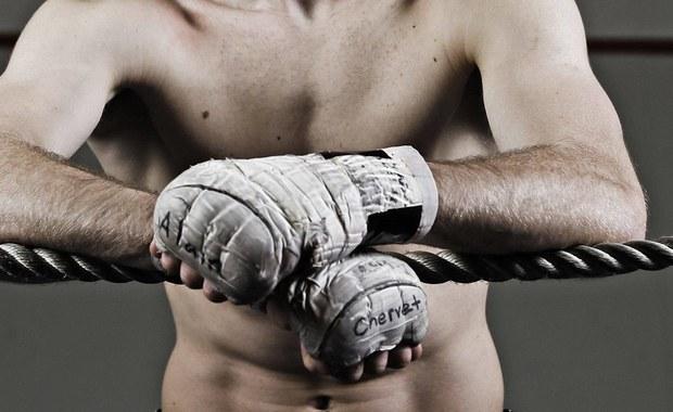 Filipińscy zawodowi bokserzy fałszują wyniki badań lekarskich, by otrzymać licencje na występy w ringu. Z 1054 sportowców zarejestrowanych jako profesjonaliści nieprawdziwe dane wykryto u 150 - poinformowały władze odpowiedzialne za kontrolę zdrowia sportowców.