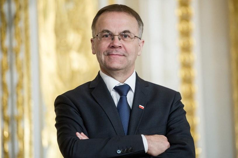 - Pozyskanie środków kredytowych z polskiego banku na działalność misyjną to roztropne i rozsądne zachowanie władz telewizji publicznej - ocenił w środę wiceminister kultury i dziedzictwa narodowego Jarosław Sellin.