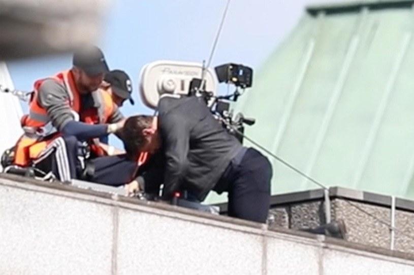 """Produkcja filmu """"Mission: Impossible 6"""" może zostać wstrzymana nawet na kilka miesięcy po tym, jak grającemu główną rolę Tomowi Cruise'owi przytrafił się wypadek na planie filmu w reżyserii Chrisa McQuarrie'a. Według informacji brytyjskiego dziennika """"The Sun"""" aktor ma złamaną nogę. Wytwórnia Paramount nie chce jednak komentować zdarzenia"""