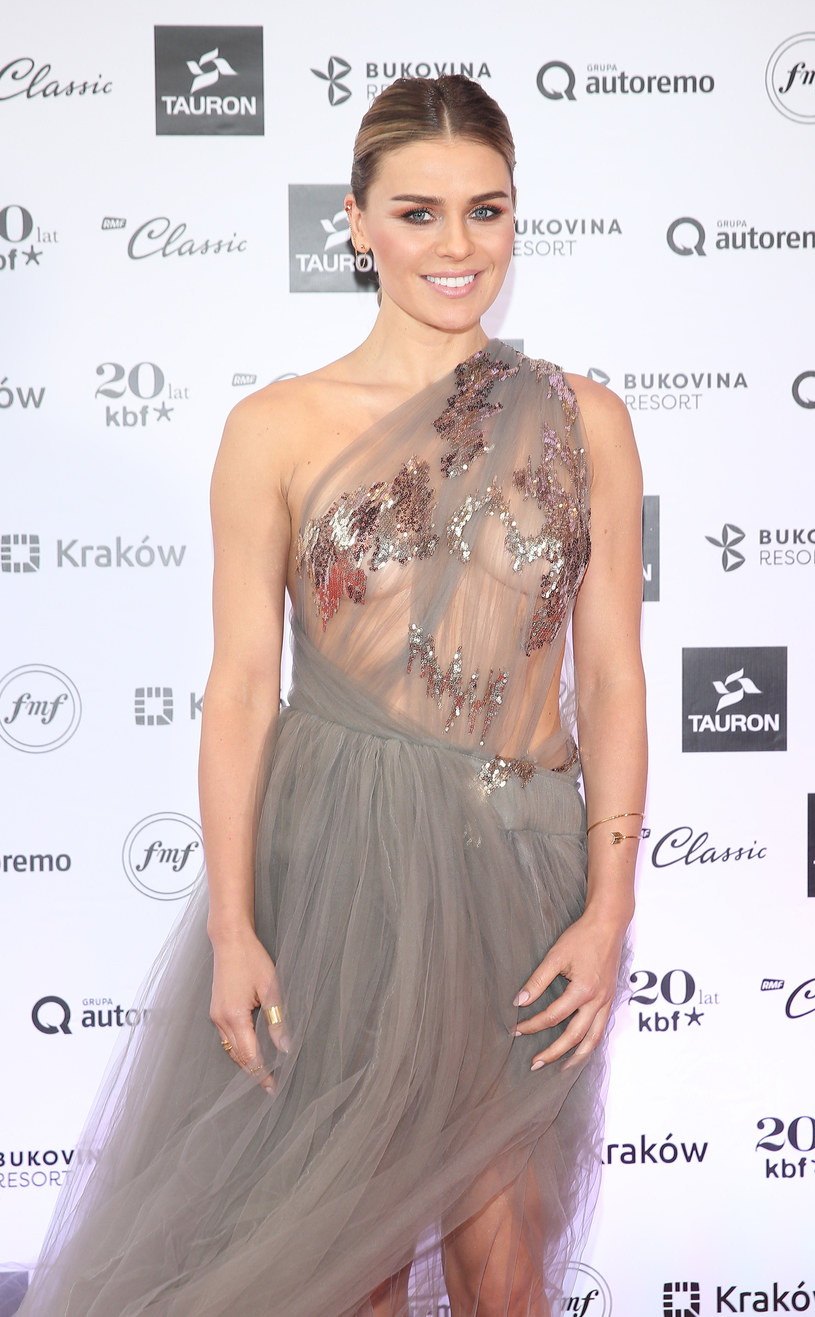 Aktorka, piosenkarka i tancerka Natasza Urbańska skończyła w czwartek, 17 sierpnia, 40 lat. Artystka rozpoczęła karierę w 1993 roku na scenie Teatru Studio Buffo.