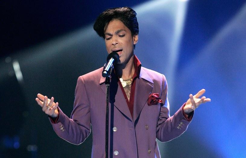 """Legendarny muzyk został uhonorowany w niecodzienny sposób - Instytut Pantone ogłosił właśnie dedykowany Princeowi, nowoodkryty odcień purpury. I nie jest to """"Purple Rain""""."""