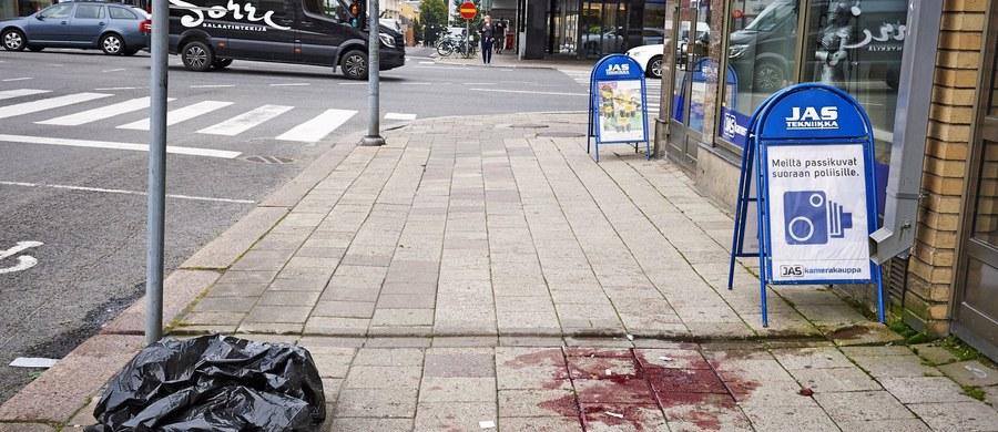 Atak nożownika w centrum Turku w Finlandii. Napastnik dźgnął kilka osób. Co najmniej dwie osoby nie żyją, a sześć jest rannych.