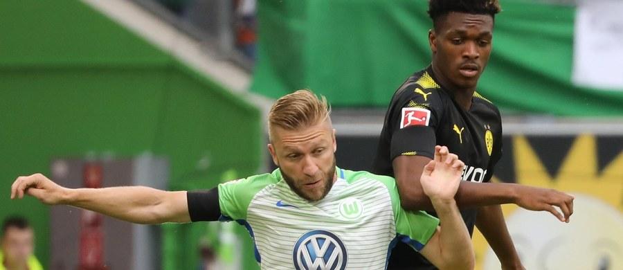Piłkarze Borussii Dortmund, w tym Łukasz Piszczek, który rozegrał całe spotkanie, pokonali na wyjeździe VfL Wolfsburg 3:0 w pierwszej kolejce niemieckiej ekstraklasy. Pomocnik gospodarzy Jakub Błaszczykowski doznał kontuzji i opuścił boisko w 42. minucie.