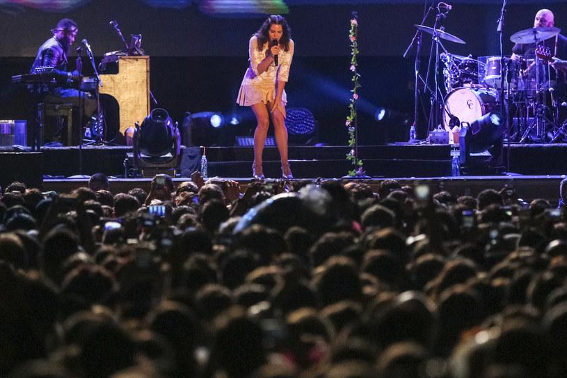 Sobota na Kraków Live Festivalu upłynęła (sic!) pod znakiem obfitej ulewy i kolorowych wianków. Te drugie trafiły na głowy dziewczyn, którym przyświecał tego dnia jeden cel: koncert głównej gwiazdy, czyli Lany Del Rey. Kto jeszcze zaprezentował się polskiej publiczności?