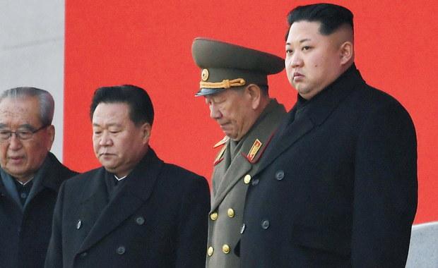 """Korea Północna zagroziła w niedzielę """"bezlitosnym uderzeniem"""" w odpowiedzi na manewry wojsk USA i Korei Południowej, które rozpoczną się w poniedziałek. Pjongjang nazwał je """"ryzykanckim zachowaniem"""", mogącym spowodować wojnę nuklearną - podaje w CNN."""