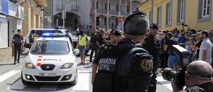 Muzułmański duchowny Abdelaki As-Satty zradykalizował grupę zamachowców z Katalonii w dwa miesiące; to właśnie on miał być pomysłodawcą sierpniowych ataków - wynika z relacji świadków.