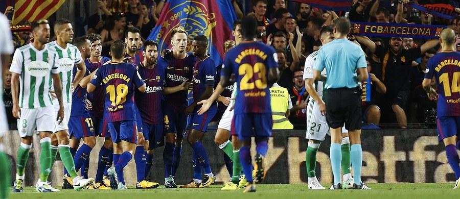 W Barcelonie pamięć ofiar uczcili dziś piłkarze i kibice na Camp Nou. Na stadionie rozegrano mecz FC Barcelona - Real Betis. Spotkanie 2:0 wygrali piłkarze drużyny FC Barcelona.
