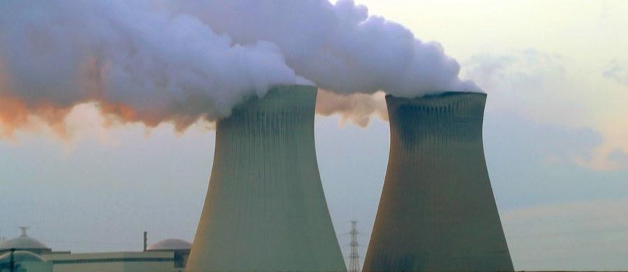 """Chińczycy w offsecie za wybudowanie w Polsce elektrowni atomowej mieliby zainwestować nad Wisłą nawet 250 mld zł np. w fabrykę samochodów elektrycznych. Według nieoficjalnych informacji """"DGP"""" to jeden z rozważanych pomysłów."""