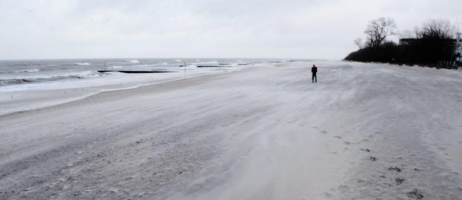Jak podaje IMGW, nad Europą dominują wyże. Polska jest na skraju klina wyżowego znad Europy Zachodniej. Jedynie na północy kraju zaznacza się wpływ skraju niżu znad Skandynawii. Z północnego zachodu napływa chłodne powietrze polarne, morskie.