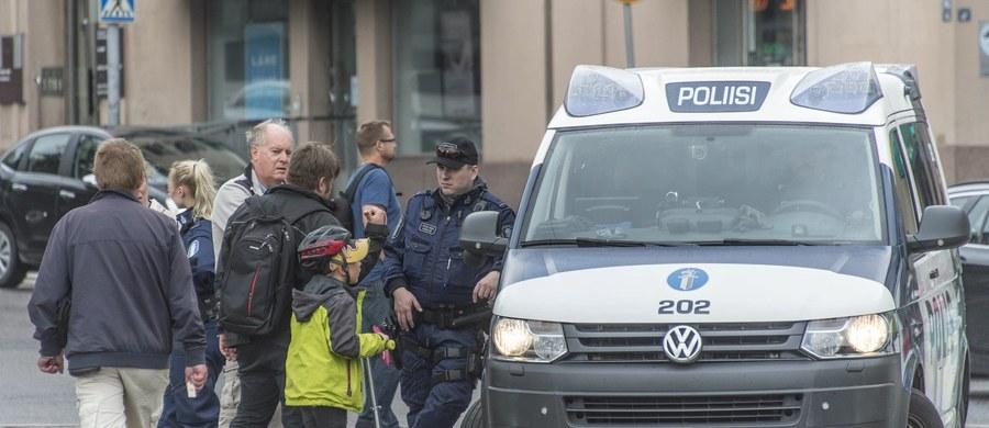18-letni Marokańczyk, który jest podejrzany o zabicie nożem dwóch kobiet i zranienie ośmiu innych osób w fińskim Turku to Abderrahman Meszka - poinformował sąd. Przestępstwa, o których popełnienie podejrzewany jest młody Marokańczyk, zakwalifikowano jako zabójstwo i próba zabójstwa o podłożu terrorystycznym.