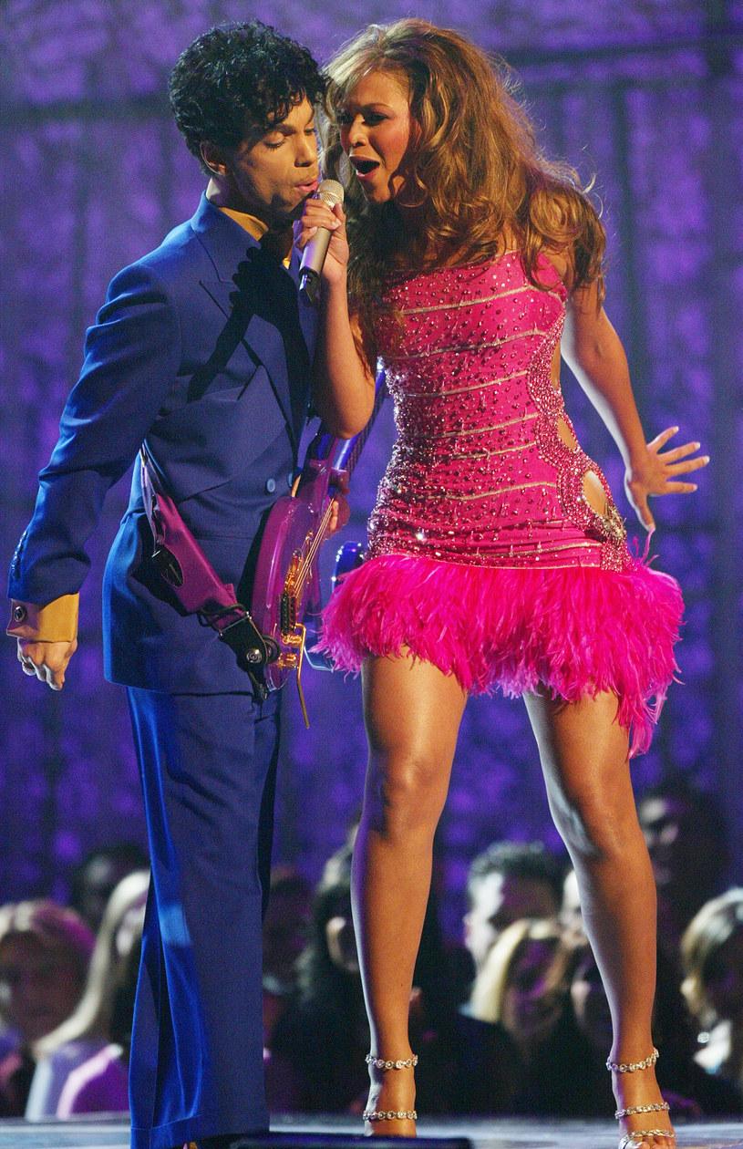 """Beyonce opublikowała na Instagramie filmik zmontowany z jej prywatnych zdjęć. Za ścieżkę dźwiękową posłużyła jej piosenka """"Kiss"""" Prince'a."""