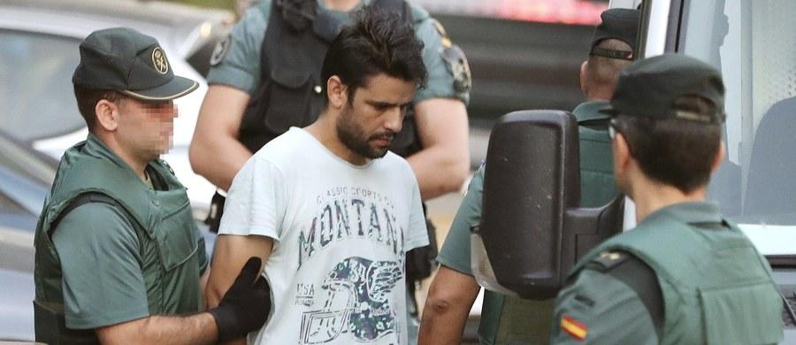 Co najmniej dwóch lub trzech członków islamskiej bojówki terrorystycznej, która dokonała zamachów w Hiszpanii, przyjechało tydzień wcześniej do regionu paryskiego. Ujawnia to francuska telewizja, powołując się na źródła w służbach specjalnych. BFM TV podała też, że wśród terrorystów, którzy byli w Paryżu, był Junes Abujakub - kierowca ciężarówki, która wjechała w tłum w Barcelonie.