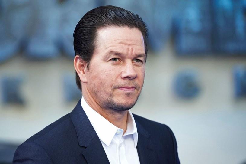 """Mark Wahlberg uplasował się na szczycie listy najlepiej zarabiających aktorów 2017 przygotowanej przez magazyn """"Forbes"""". Gwiazdor filmu """"Transformers: Ostatni rycerz"""" zdetronizował ubiegłorocznego triumfatora - Dwayne'a Johnsona."""