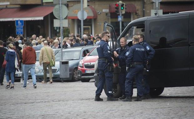 Marokańczyk, który w ubiegłym tygodniu zaatakował nożem ludzi w Turku na południowym zachodzie Finlandii, chciał dołączyć do Państwa Islamskiego - podał fiński nadawca Yle, powołując się na źródła w ośrodku dla uchodźców, w którym przebywał nożownik.