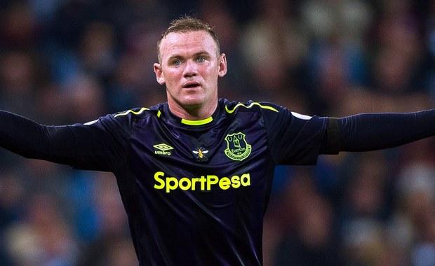 Angielski piłkarz Wayne Rooney zakończył reprezentacyjną karierę. 31-latek w drużynie narodowej wystąpił 119 razy i zdobył 53 bramki. Więcej spotkań na koncie ma tylko legendarny bramkarz Peter Shilton - 125, a goli nikt nie strzelił więcej.
