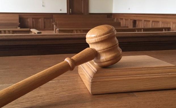 58-latka została aresztowana pod zarzutem zabójstwa partnera w Ozorkowie w Łódzkiem. Taką decyzję podjął wczoraj sąd, a do zbrodni doszło w niedzielę w jednym z tamtejszych mieszkań.