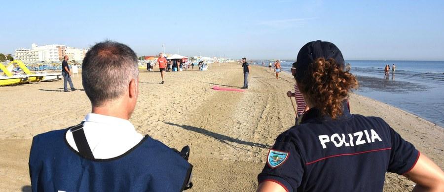 """Włoska policja poszukuje czterech sprawców brutalnego ataku na dwoje polskich turystów na plaży w Rimini. 26-letnia kobieta została zgwałcona, a jej mąż pobity. Włoskie media przytaczają słowa szefa policji z Rimini Maurizio Improty, który powiedział, że sprawcy """"działali z nieludzką przemocą"""". """"Mam nadzieję, że teraz ich spotka koszmar""""- dodał. """"Niezależnie od działań włoskiej policji, poleciłem wszcząć w Polsce śledztwo w sprawie tego okrutnego napadu i gwałtu"""" - oświadczył w rozmowie z PAP minister sprawiedliwości, Prokurator Generalny Zbigniew Ziobro."""