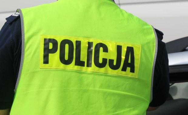 Komendant łódzkiej policji wszczął postępowanie dyscyplinarne wobec dwóch funkcjonariuszy, którzy – w trakcie poszukiwań zaginionej 20-latki - nie sprawdzili wskazanego przez śledczych mieszkania, jednocześnie informując, że to zrobili. Kilka dni później w lokalu znaleziono zwłoki kobiety ukryte w wersalce.