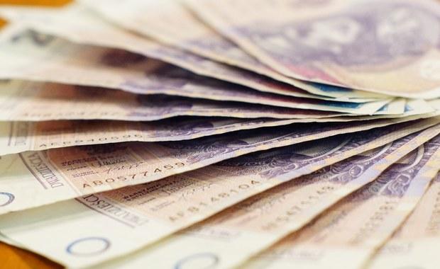 """Ratowanie upadającego banku może kosztować Skarb Państwa ponad 130 mln zł. Wszystko w rękach sądu, który zadecyduje, po czyjej stronie jest racja: syndyka czy resortu finansowego - informuje """"Pulsie Biznesu""""."""