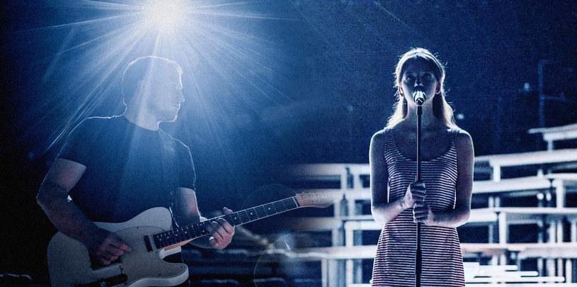 """Justyna Święs z The Dumplings oraz współzałożyciel duetu RYSY, Wojtek Urbański, nagrali utwór promujący nowy serial kanału AXN zatytułowany """"Ultraviolet""""."""