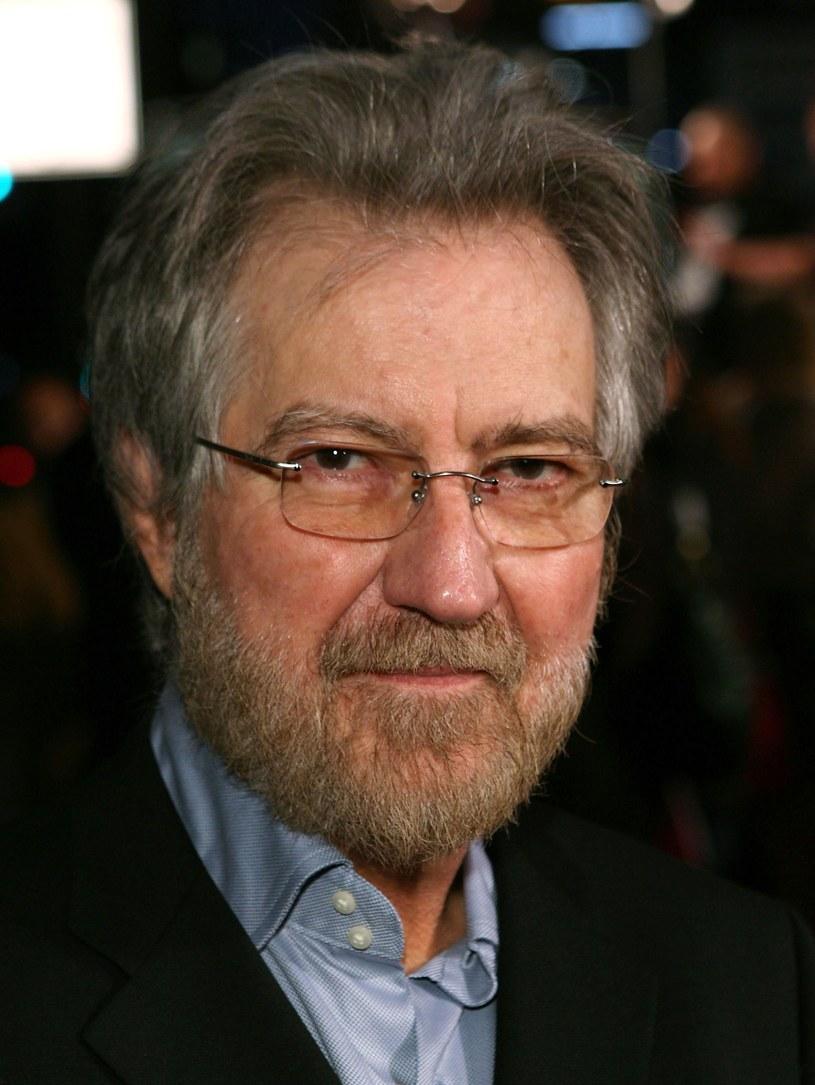 Filmowcy Eli Roth i John Carpenter oddali swój hołd zmarłego w weekend Tobe'emu Hooperowi. Ikona horrorów odeszła 26 sierpnia w wieku 74 lat.