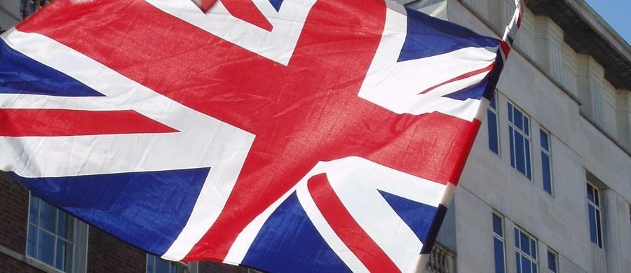 Unijni negocjatorzy prowadzący rozmowy w sprawie Brexitu spotkali się w poniedziałek po południu ze swoimi brytyjskimi odpowiednikami z Brukseli, by ruszyć do przodu z negocjacjami. Atmosfera między obiema stronami nie jest najlepsza.