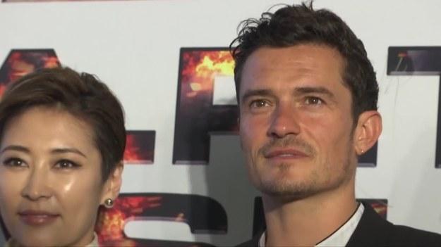 """Pekin, Chiny. W środę (30.08) w Pekinie odbyła się premiera najnowszego filmu z Orlando Bloomem """"S.M.A.R.T. Chase"""" brytyjsko-chińskiej produkcji. Na czerwonym dywanie nie zabrakło oczywiście głównego aktora, który nie wydawał się zbyt zadowolony. Gwiazdor dzielnie uczestniczył w konferencji i pozował do zdjęć fotoreporterom. (Associated Press/x-news)"""