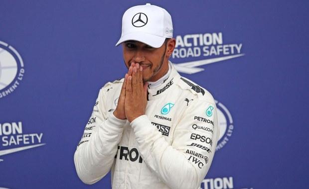 Brytyjczyk Lewis Hamilton z zespołu Mercedes GP po raz 69. w karierze wygrał kwalifikacje do wyścigu Formuły 1. W niedzielę wystartuje z pierwszej linii do Grand Prix Włoch na torze Monza. Tydzień temu w Belgii Hamilton wyrównał rekord pole position Niemca Michaela Schumachera.