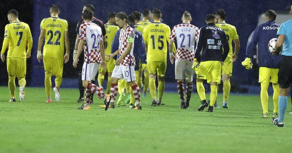 ec04cfac6 Decyzję po naradzie z drużynami podjął szwedzki sędzia Stefan Johannesson.  W tabeli prowadzi Chorwacja, która w sześciu meczach zgromadziła 13 punktów.