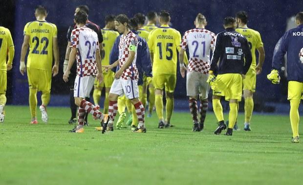 Z powodu złego stanu murawy po ulewie, mecz grupy I eliminacji piłkarskich mistrzostw świata Chorwacja - Kosowo w Zagrzebiu został przerwany po 27 minutach. Spotkanie odbędzie się w innym terminie.