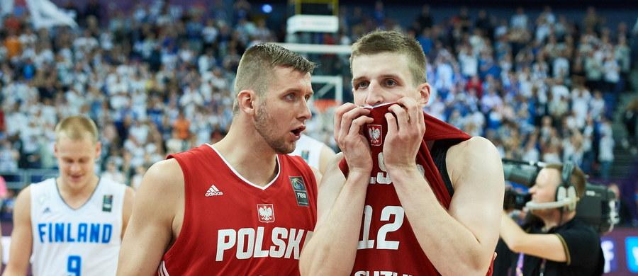 Polscy koszykarze przegrali w Helsinkach z Finami po dwóch dorgywkach 87:90 (8:18, 24:18, 20:16, 14:14 - 12:12, 9:12) w swoim trzecim meczu w mistrzostwach Europy. To druga porażka biało-czerwonych w turnieju.