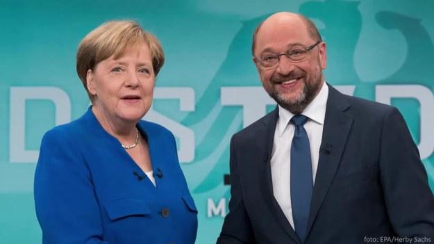 Kandydat SPD Martin Schulz w pojedynku telewizyjnym na trzy tygodnie przed wyborami do Bundestagu atakował urzędującą szefową rządu, zarzucając jej błędy w polityce migracyjnej i zagranicznej. Z sondaży wynika, że nie udało mu się zniwelować przewagi rywalki.