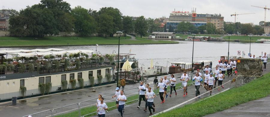 Rekordowa liczba ponad 20 tysięcy osób stanęła na starcie tegorocznego charytatywnego biegu Poland Business Run! W inicjatywę zaangażowało się aż 8 polskich miast. Łącznie udało się zebrać ponad milion sześćset tysięcy złotych, które trafią do osób po amputacjach kończyn.