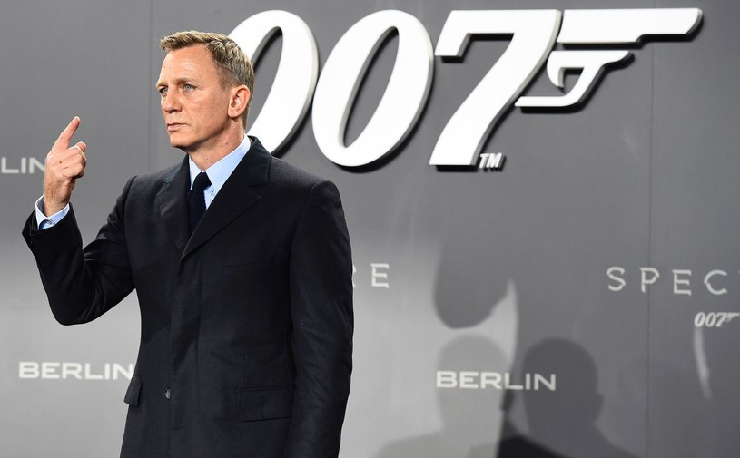 Koncerny Apple i Amazon walczą o przejęcie praw dystrybucyjnych do serii filmów o Jamesie Bondzie.