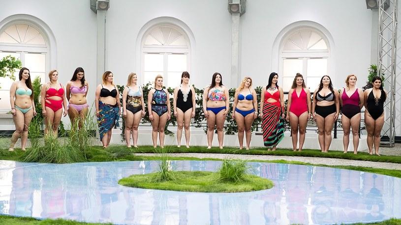 """W premierowym odcinku nowego show Polsatu """"Supermodelka Plus Size"""" poznaliśmy w nim kilkanaście dziewczyn, które dostały szansę na wejście do domu modelek."""